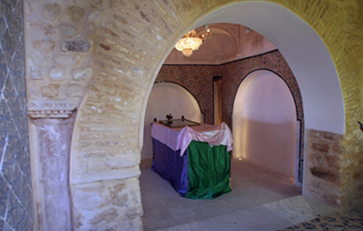 https://mk0antiquitiesc6hkgl.kinstacdn.com/wp-content/uploads/2019/03/Sidi-Bou-Said-Mausoleum-AFTER-By-Farah-Mestiri-via-Wikimedia-Commons-1.jpg