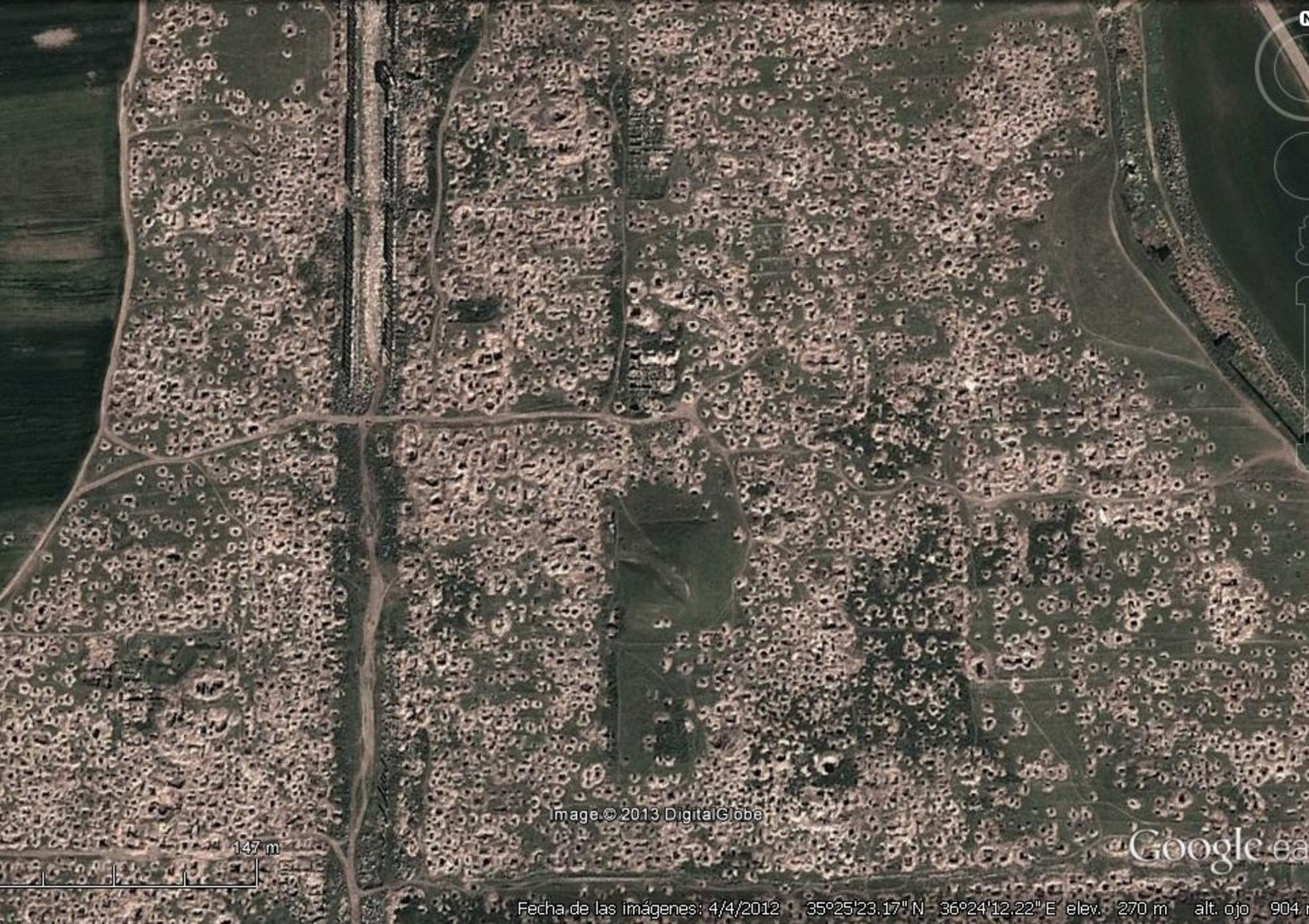 Google-Earth-image-of-looters-pits-at-Apamea-Syria-Credit